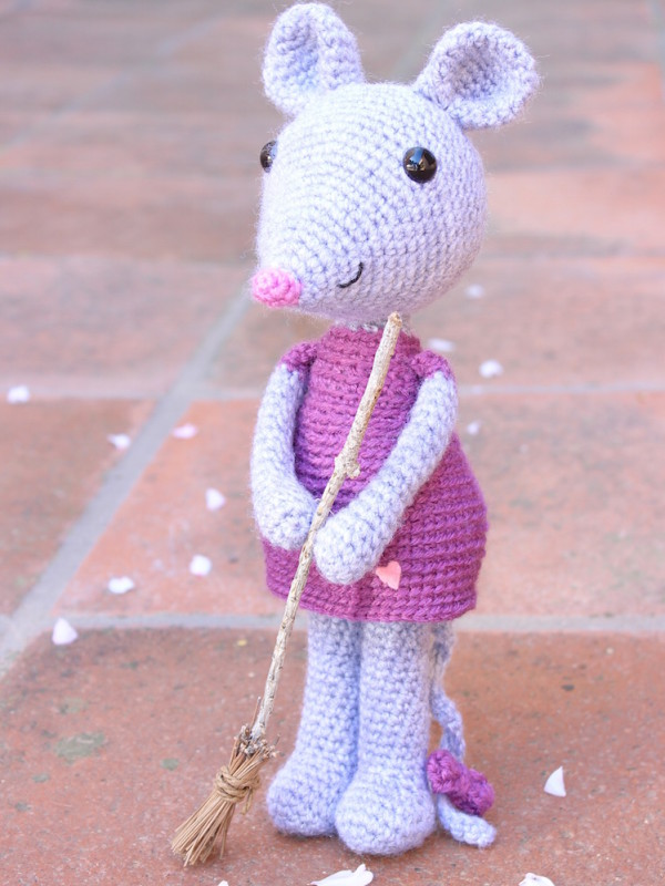 Mia the cute mouse amigurumi crochet pattern by Tremendu 1