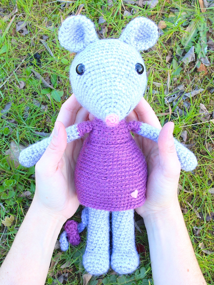Mia the cute mouse amigurumi crochet pattern by Tremendu 2