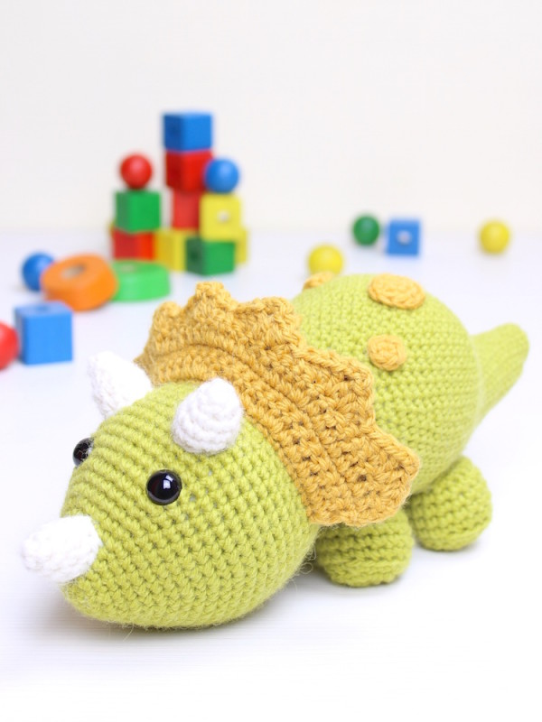 Tuki the triceratops dinosaur amigurumi crochet pattern by Tremendu 1