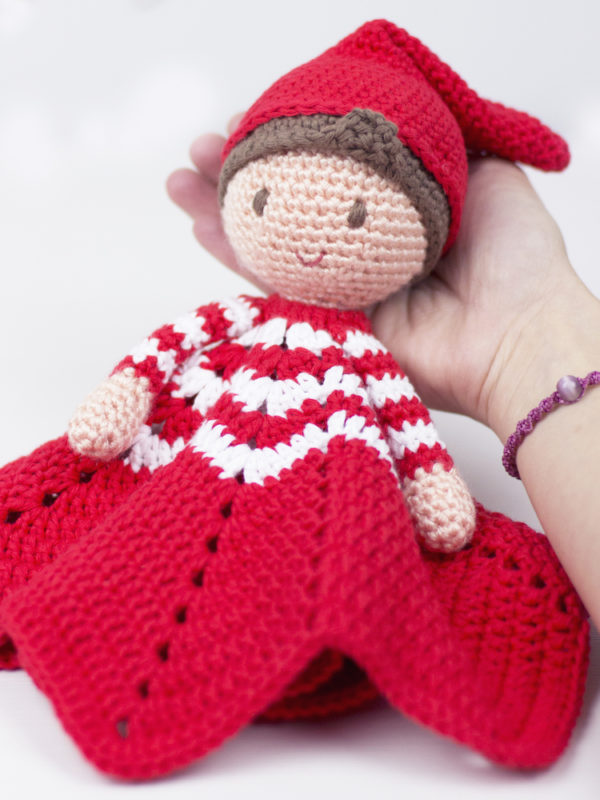 Christmas elf lovey amigurumi crochet pattern by Tremendu 1