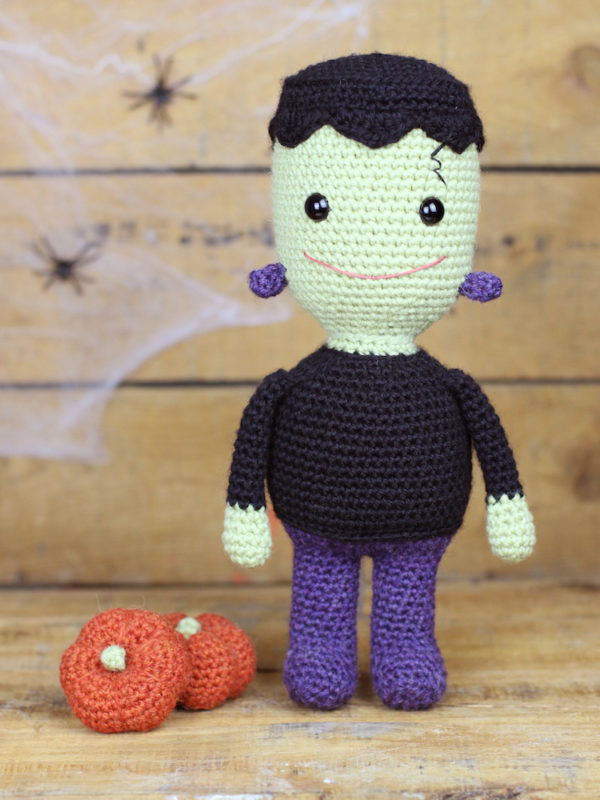 Frankie the smiley Frankenstein amigurumi crochet pattern by Tremendu 1