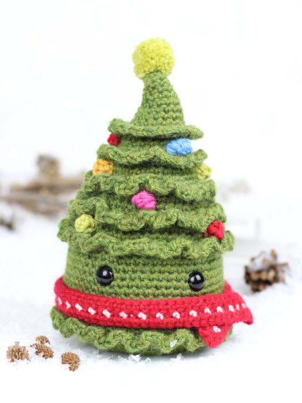 Jolly the Christmas tree amigurumi crochet pattern by Tremendu 1