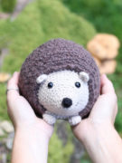 Lou the hedgehog amigurumi crochet pattern by Tremendu 2